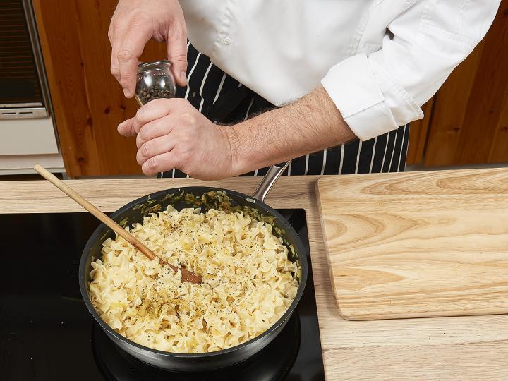 Káposztás tészta sósan elkészítés 5. lépés képe