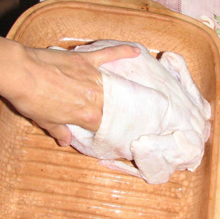 Ropogós sült csirke, vele sült zöldséggel elkészítés 1. lépés képe