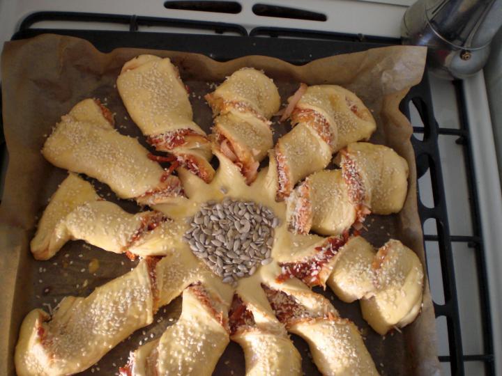 Napraforgó pizza elkészítés 4. lépés képe