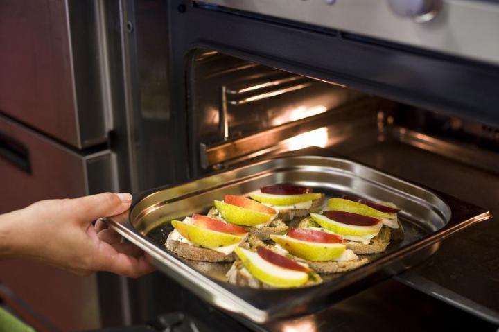 Gyümölcsös-sajtos mini szendvicsek elkészítés 4. lépés képe