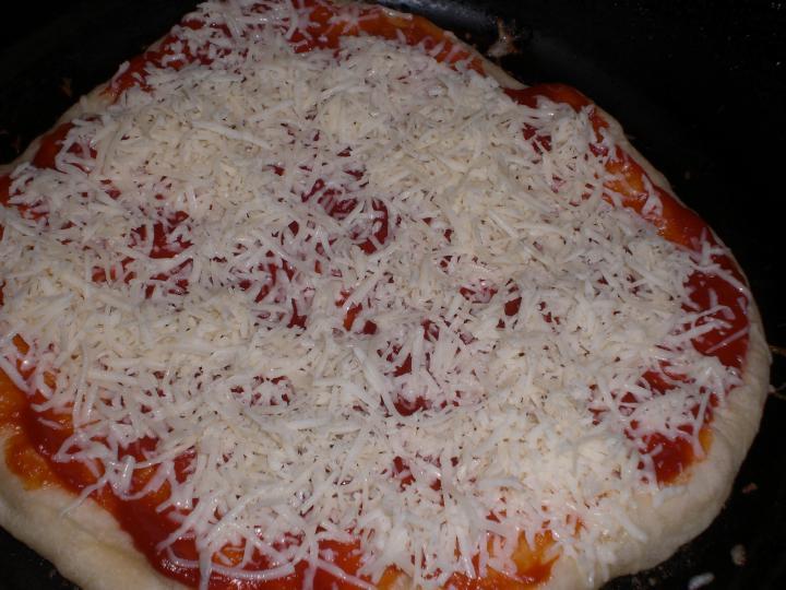 Serpenyős pizza elkészítés 3. lépés képe