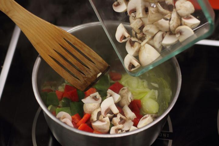 Vegetáriánus bigos elkészítés 4. lépés képe