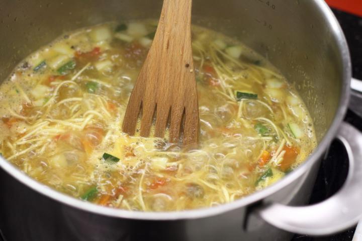 Zöldségleves pestóval - Soupe au pistou elkészítés 5. lépés képe