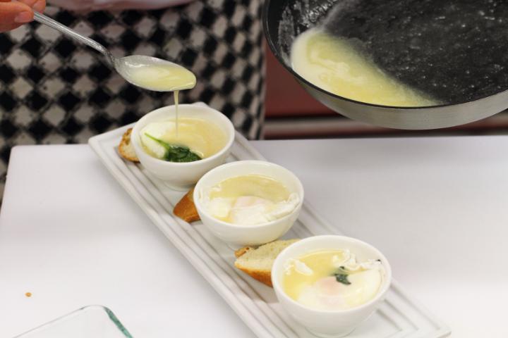 Buggyantott tojás sherry-vel elkészítés 5. lépés képe