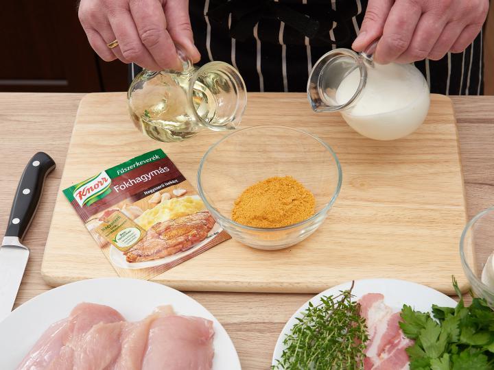 Tejfölös fokhagymás pácolt csirkemell elkészítés 1. lépés képe