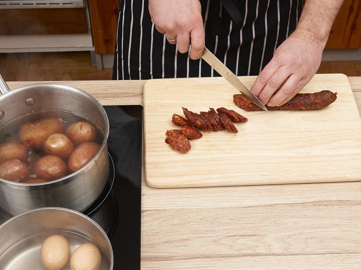 Rakott krumpli elkészítés 2. lépés képe