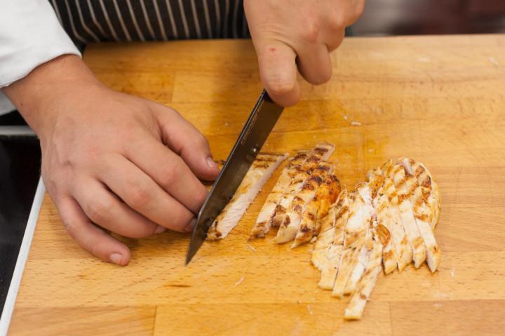 Saláta grillezett csirkével és rebarbarával elkészítés 4. lépés képe
