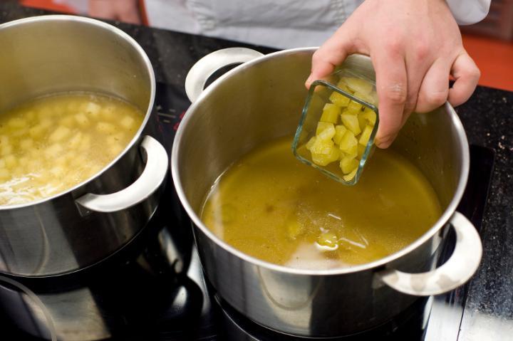 Szoljanka (savanyú leves) pontyból elkészítés 3. lépés képe