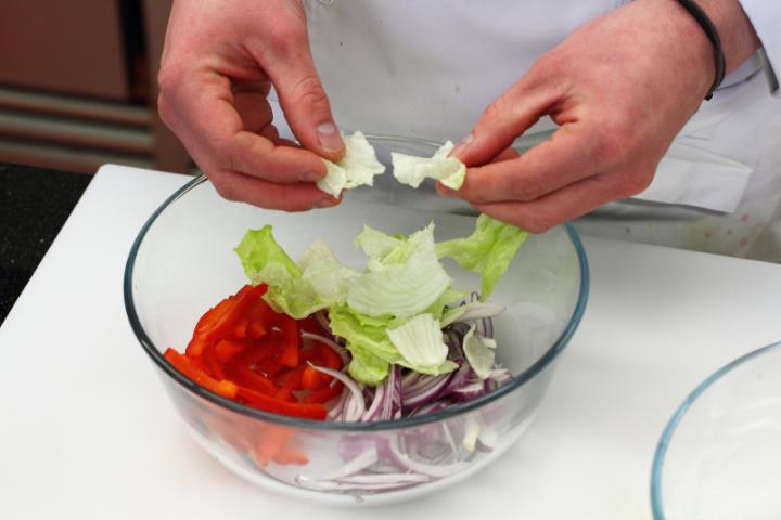 Curry-s csirkesaláta elkészítés 2. lépés képe