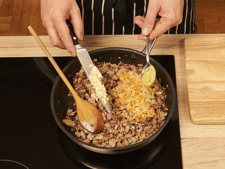 Klasszikus bolognai spagetti elkészítés 3. lépés képe
