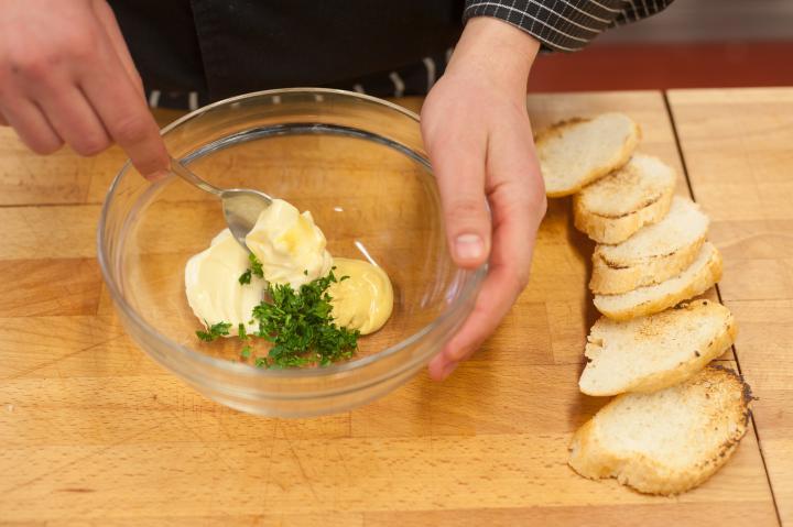 Mini szendvicsek marhasülttel és savanyúsággal elkészítés 1. lépés képe