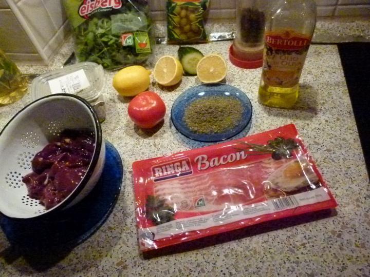 Baconbe tekert majorannás máj citromos ruccola salátával elkészítés 1. lépés képe