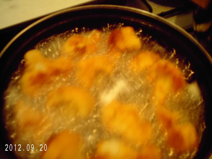 Rántott csirke és karfiol elkészítés 5. lépés képe