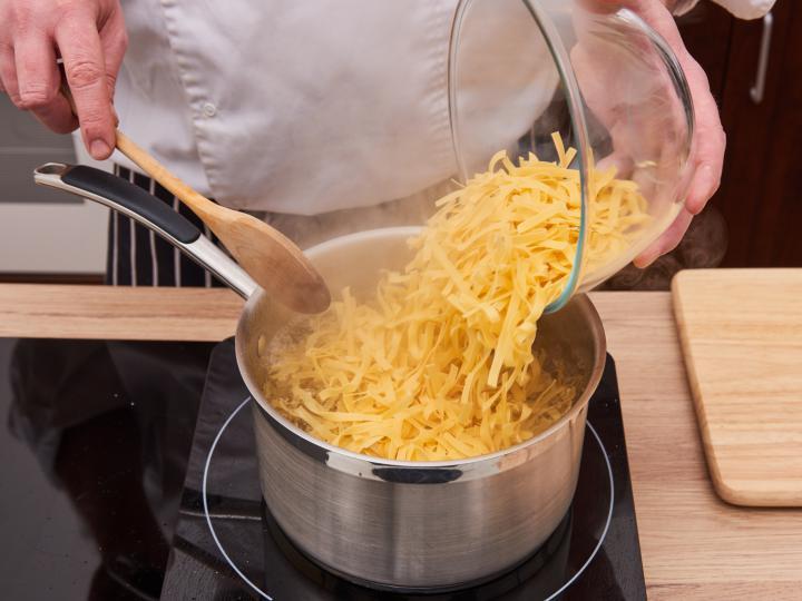 Grízes tészta elkészítés 1. lépés képe