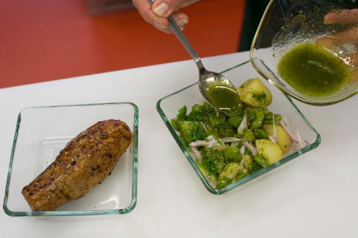 Hideg sertésszűz babos burgonyasalátával elkészítés 6. lépés képe