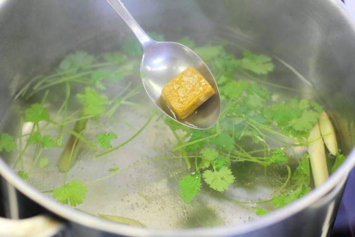 Ázsiai kukoricás-korianderes rizs elkészítés 1. lépés képe