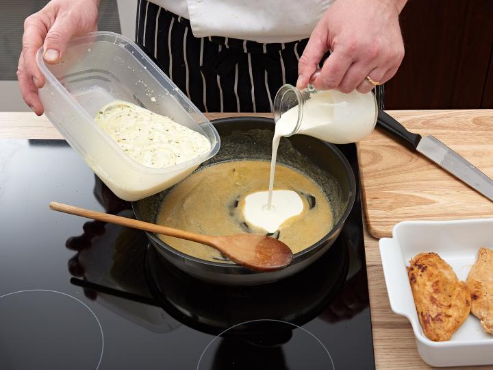 Tejszínes csirkemell sütőben elkészítés 4. lépés képe