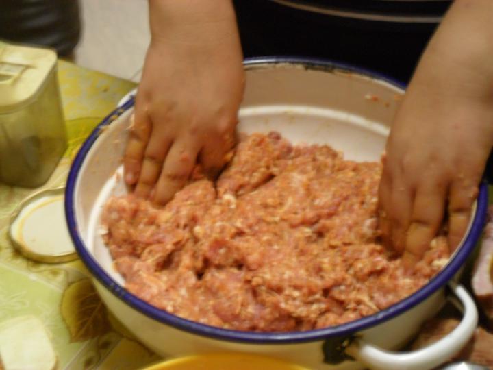 Töltött káposzta füstölt hússal elkészítés 1. lépés képe