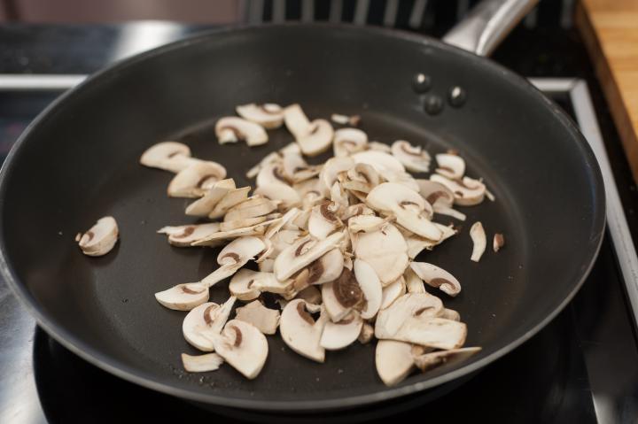 Gombával és sajttal töltött fasírtok elkészítés 1. lépés képe