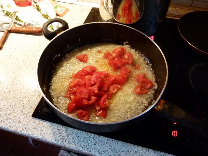 Bolognai húsos rakott spagetti elkészítés 3. lépés képe