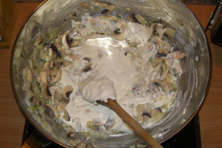 Csirke sztroganoff elkészítés 6. lépés képe